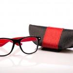 眼鏡の間違った手入れでレンズが傷だらけに…正しい汚れ落としの方法